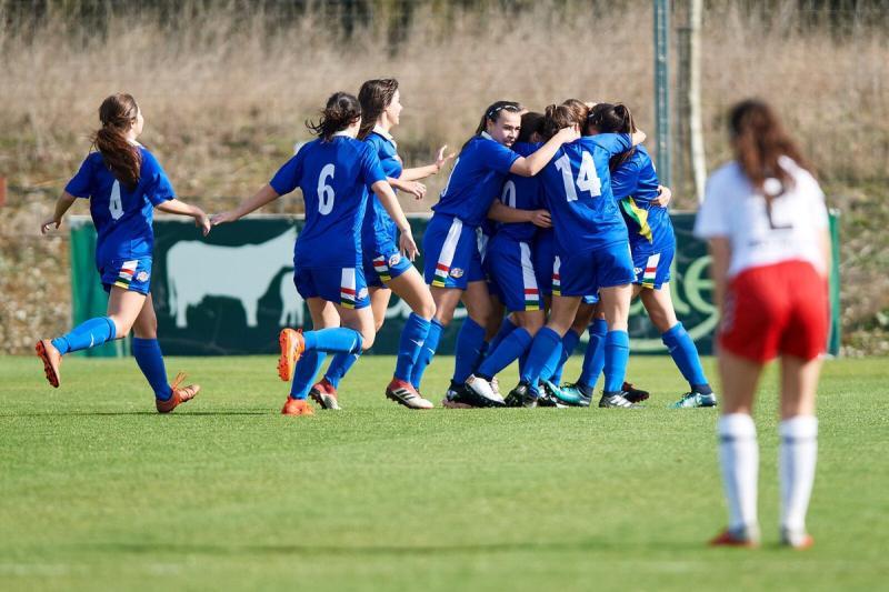 La Sub 17 y Sub 15 Femeninas de la Federación Riojana de Fútbol logran  batir por partida doble a Cantabria. Un doblete que nunca antes se había  conseguido. 136e9a26193da